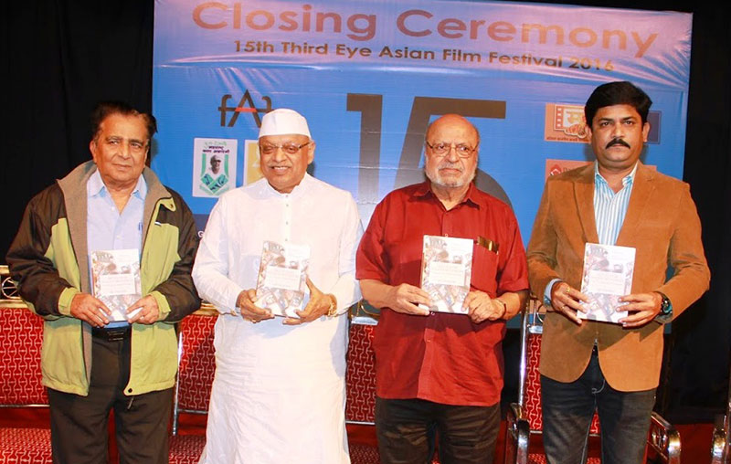 Shyam Benegal, ace film maker released the book at the Third Eye Film Festival, Mumbai on 22 December 2016. Sudhir Nandgoankar of FFSI (west) and Kiran Shantaram President of FFSI are seen.